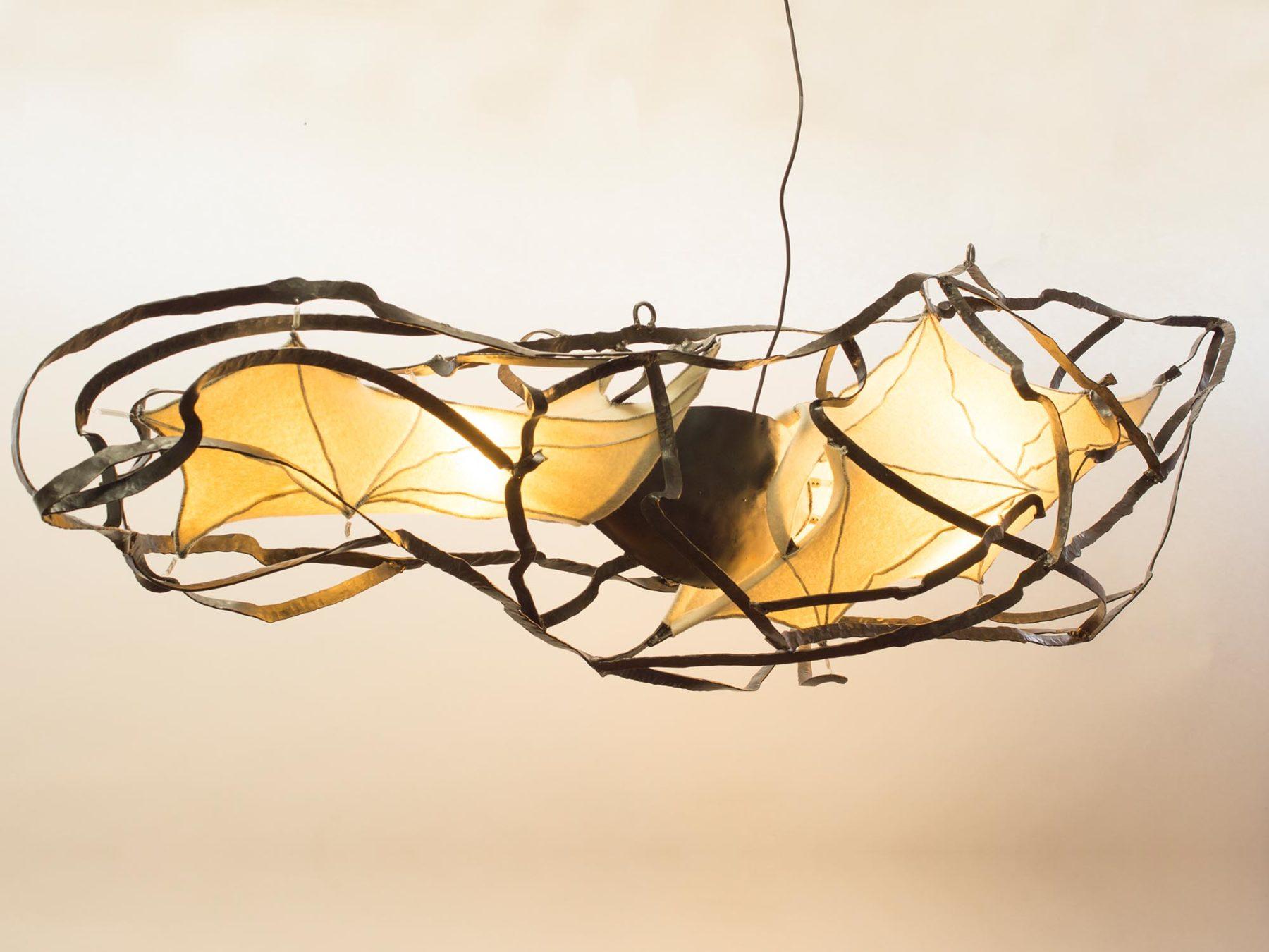 Lamp van smeedwerk en Walkloden, ontwerp Jan Stigt en Karine Stigt